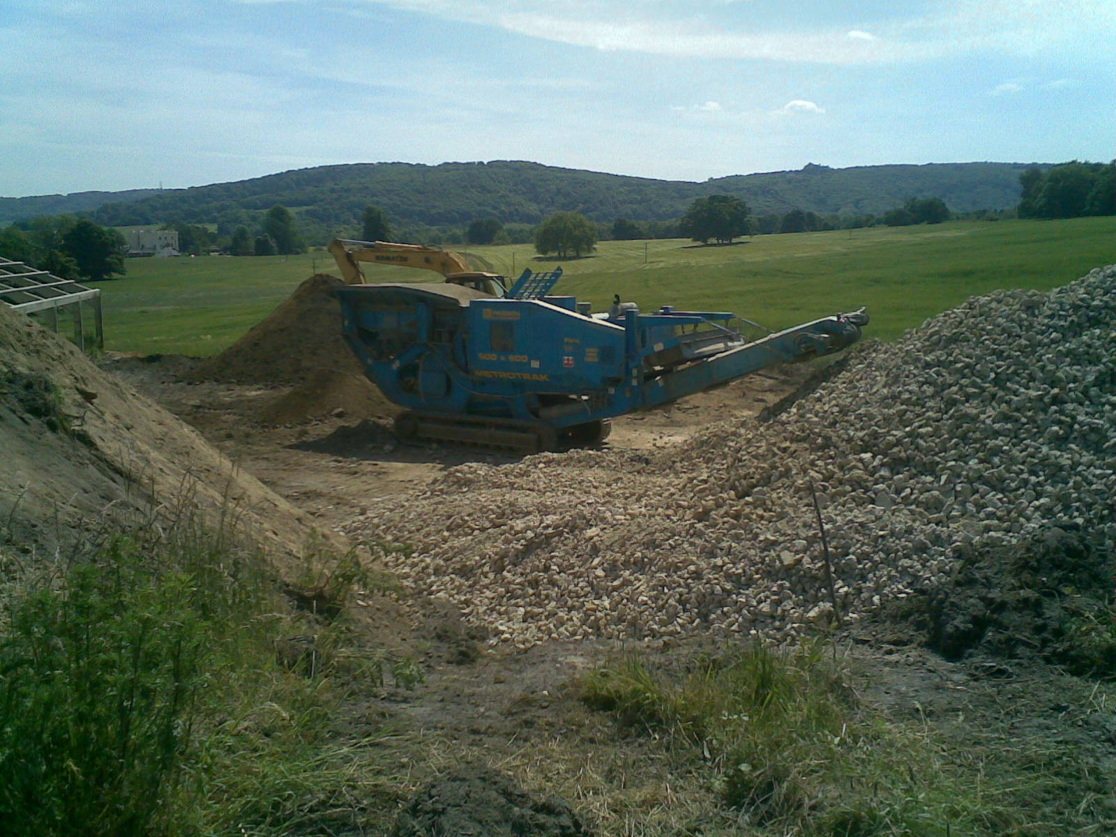 Topsoil screeners excavation pictures to pin on pinterest for Topsoil screener